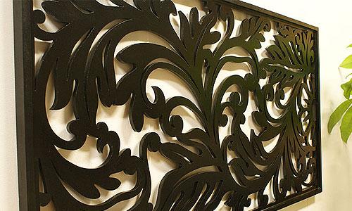 スタイリッシュな木製壁掛けのアートパネル