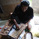 バリ島のウッドトレイ職人
